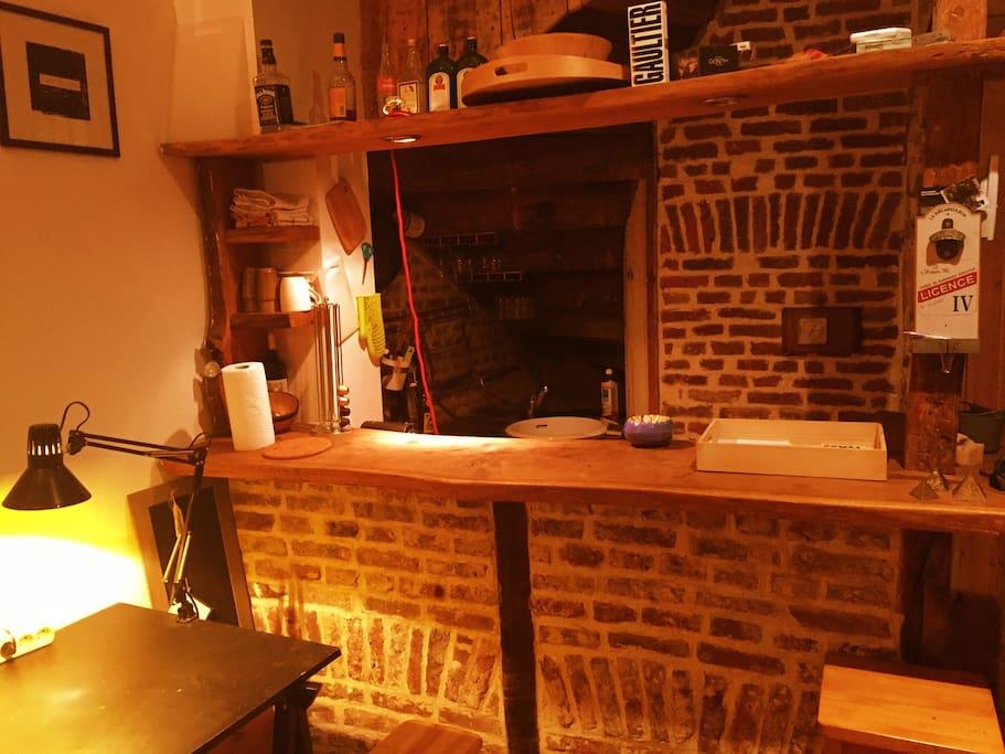 Le bar construit de briques typiques du nord.