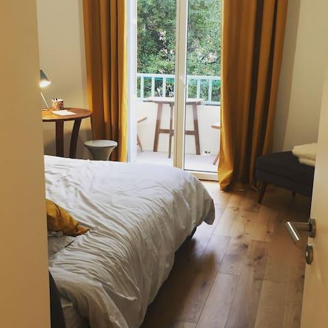 Chambre sur balcon