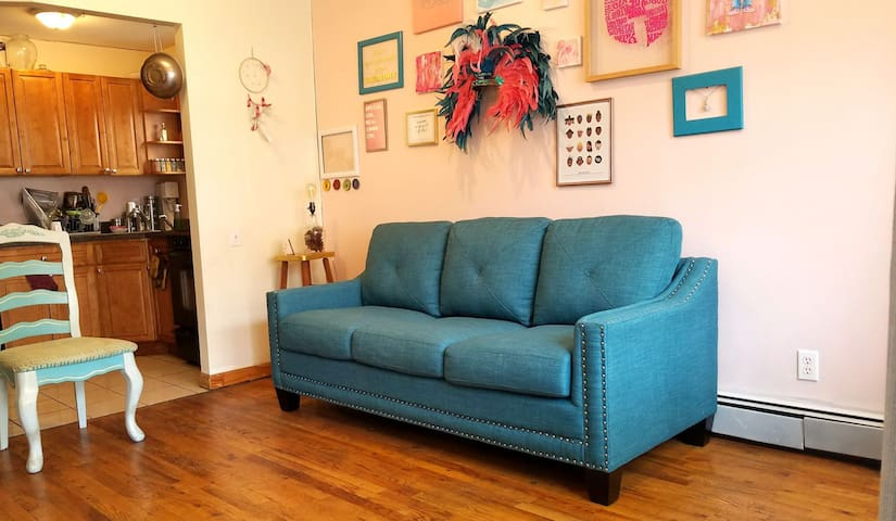 Cozy Couch In Great Space Perfect For Backpackers