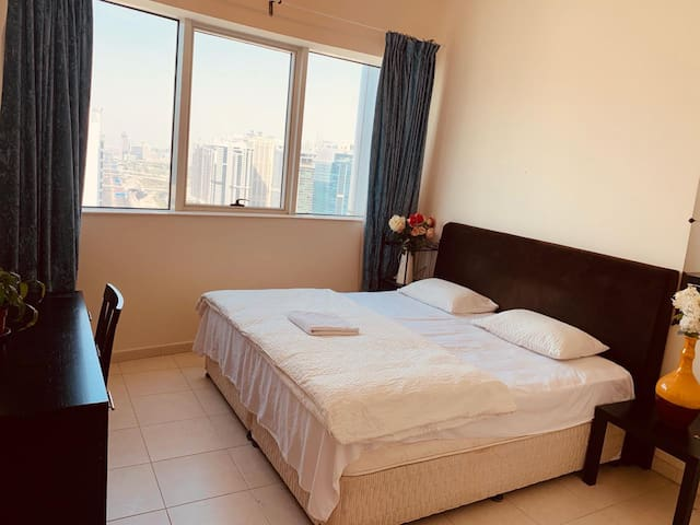 734BS Deluxe Room by Metro / Free Pickup