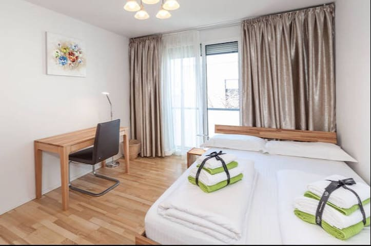 Schönes Zimmer in Rötelheimpark - Erlangen - Rekkehus