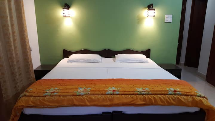 Cozy homestay near Candolim Beach, Fort Aguada