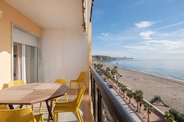 3 bedroom beach front apartment with 180* sea view