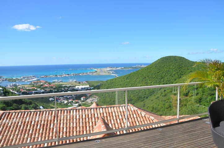 AMAZING AND UNIQUE VIEW IN SINT MAARTEN - Cole Bay