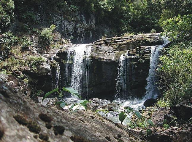 Studio Moinho do Rio Segredo. Sítio com cachoeira.