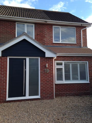 Palm House - Contemporary One Bedroom Annexe