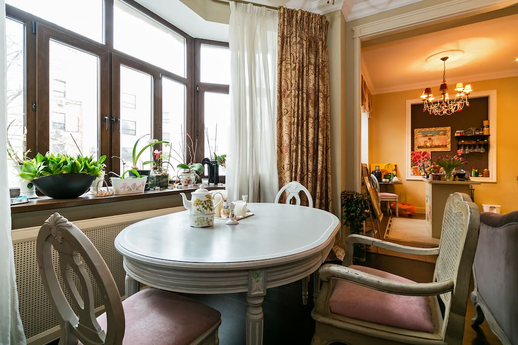 Гостиная и вид на кухню