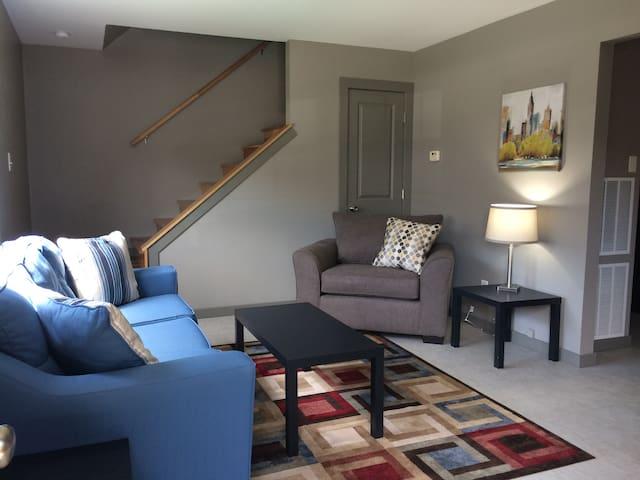 Cozy, quiet apartment in Historic St. Charles