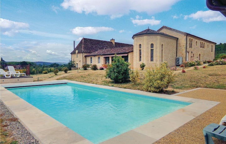 Stunning home in Limeuil with WiFi, Outdoor swimming pool and 6 Bedrooms