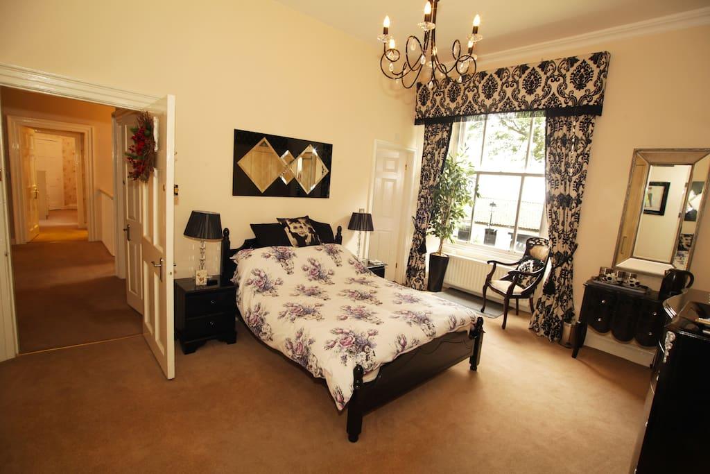 Luxurious double bedroom with en-suite bathroom