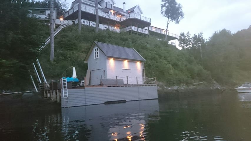 Luxury Summerhouse with Boat-house - Bergen - Villa