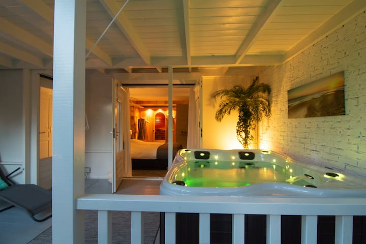 Luxury B&B apartment with private sauna & jacuzzi