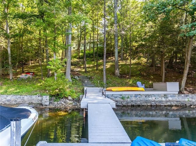 NEW! Modern Lakefront Getaway 90 min from NYC