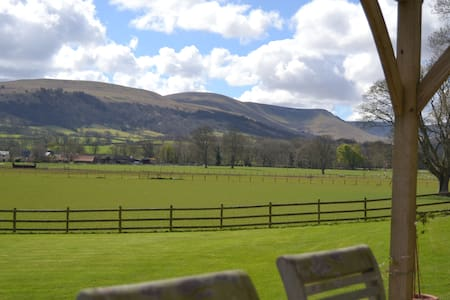 King size Room with spectacular views - Llanfrynach