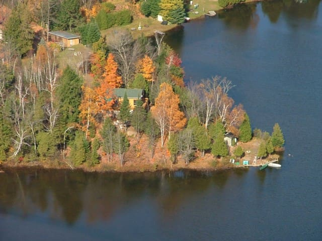 Rustic Quebec Cottage on Lac Des Esclaves