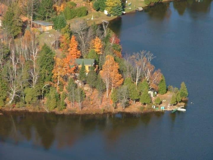 Rustic Quebec Cottage on Lac Des Esclaves