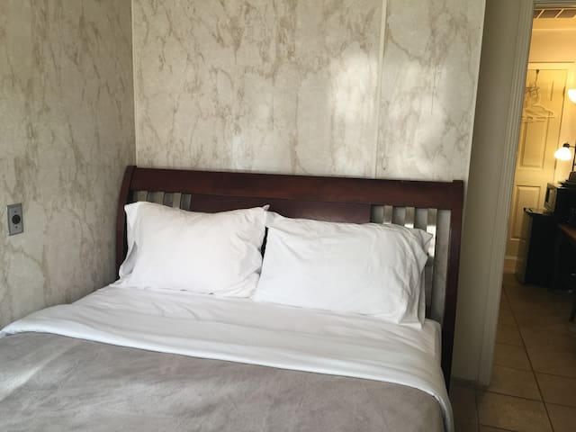 Expo / TU Bedroom with private bath