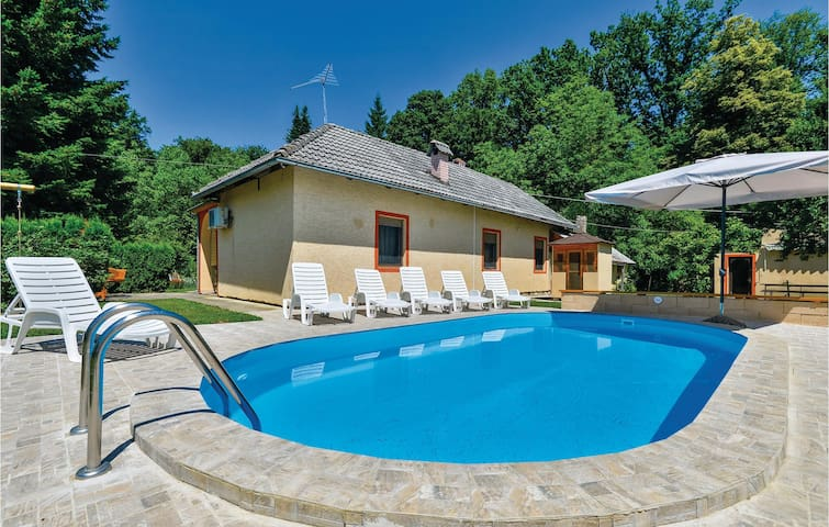 Holiday cottage with 2 bedrooms on 72m² in Ivanska