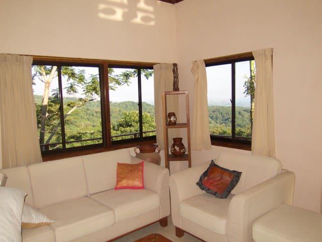 The Mountain House - Labuan Bajo - House