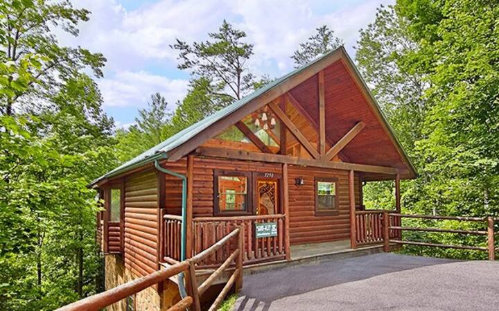 The Hiking Bear Cabin Private Gated Secluded Cozy