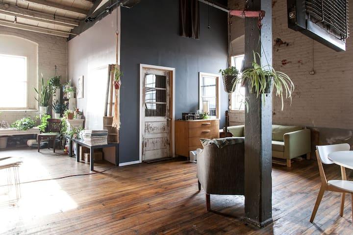 Private Room in Unique Artist Loft