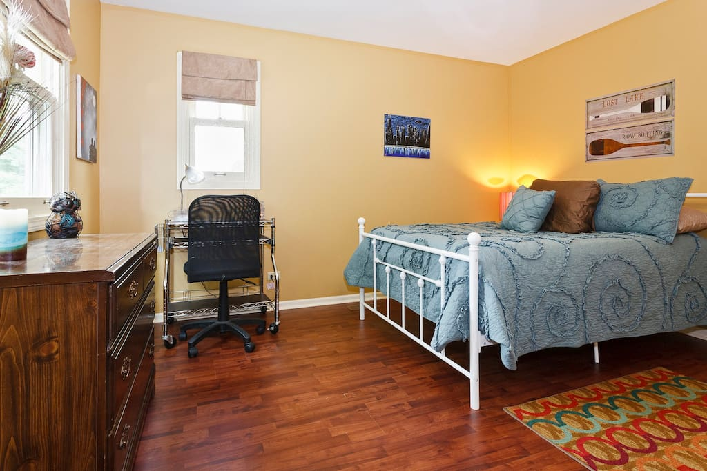 Handsome, Clean, Quiet, Full Bed, Wifi, Computer Desk, Shared Bath. Shared access to TV, kitchen, and main rooms.