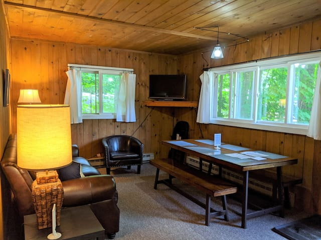 POV Resort Cabins - Social Distancing at its Best, Badger's Retreat - Unit 8