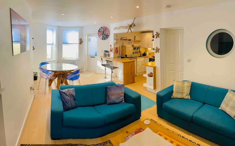 Shellseekers Holiday Home, Ventnor Beach Location