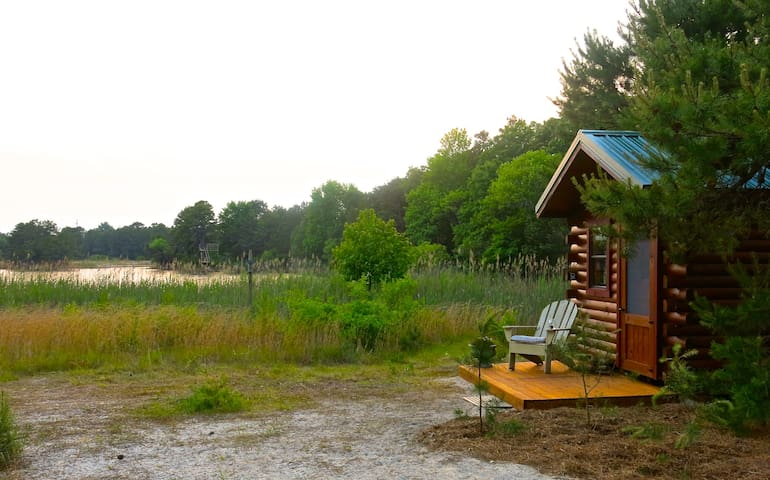 Tiny Lakefront Cabin on Secluded 32 Acre Estate! - Cape May Court House - Srub