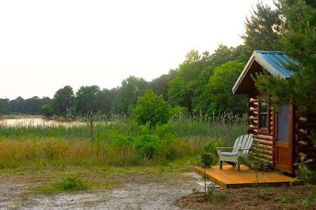 Tiny Lakefront Cabin on Secluded 32 Acre Estate! - Cape May Court House - 小木屋