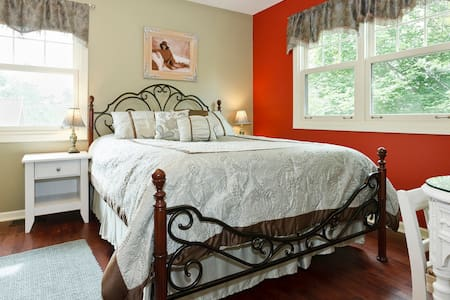Lovely Guest Room - Walk to Train - Arlington Heights