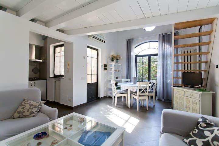 Bivani all'interno di villa Liberty a Mondello - Palermo - Vila