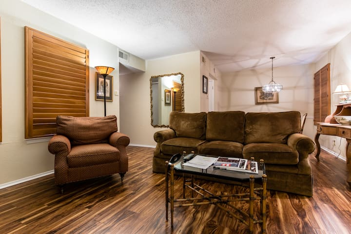 Well-appointed McKinney Avenue Condo