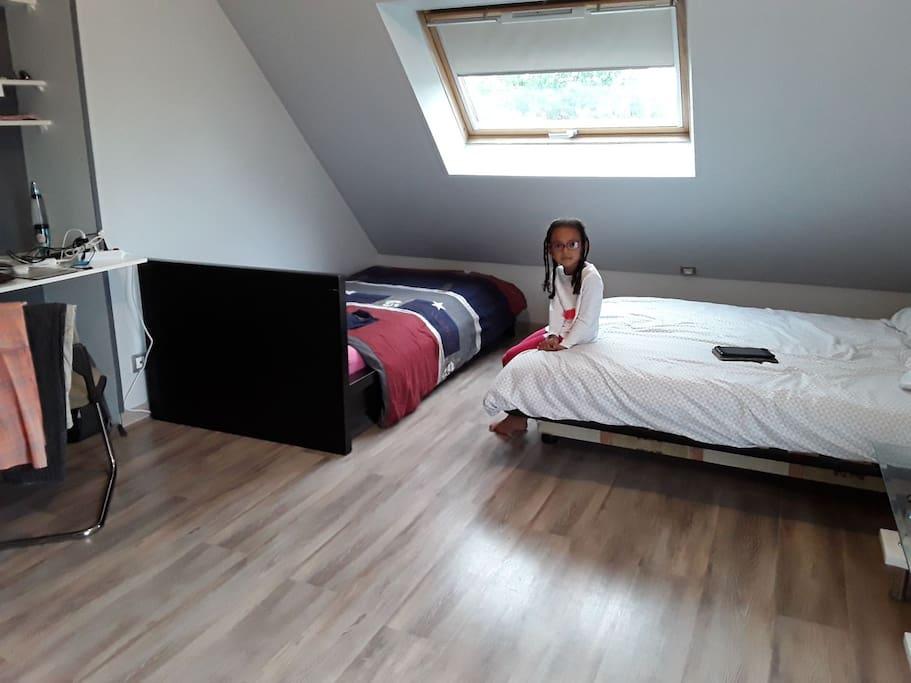 nouveauté pour le mois d'août le lit pliant est remplacé par un lit permanent assurant un bon couchage pour un adulte