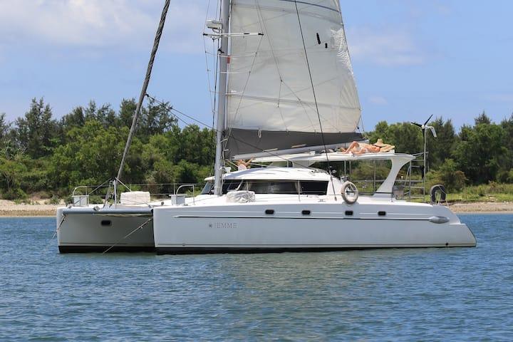 Splendid sailing catamaran Jemme 42ft