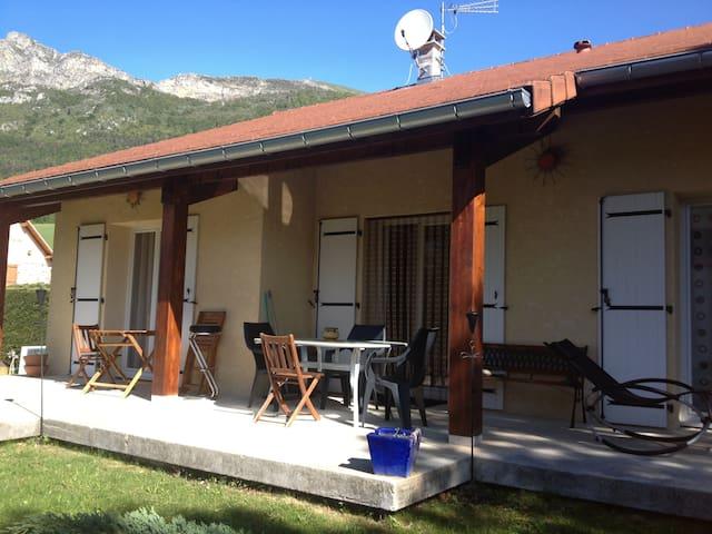 Villa avec grande terrasse