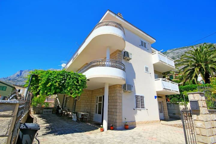 APARTMENT FOR THREE PERSONS IN MAKARSKA
