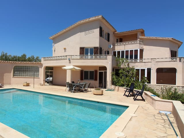Great holiday home with private swimming pool and free wifi