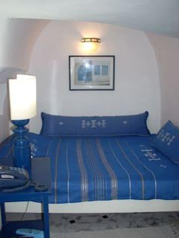 Grand lit pour 2 personnes en alcove