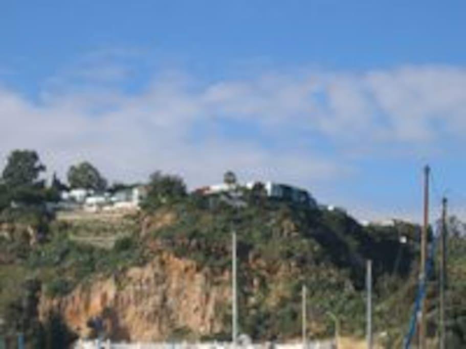Vue du village à partir du port de plaisance