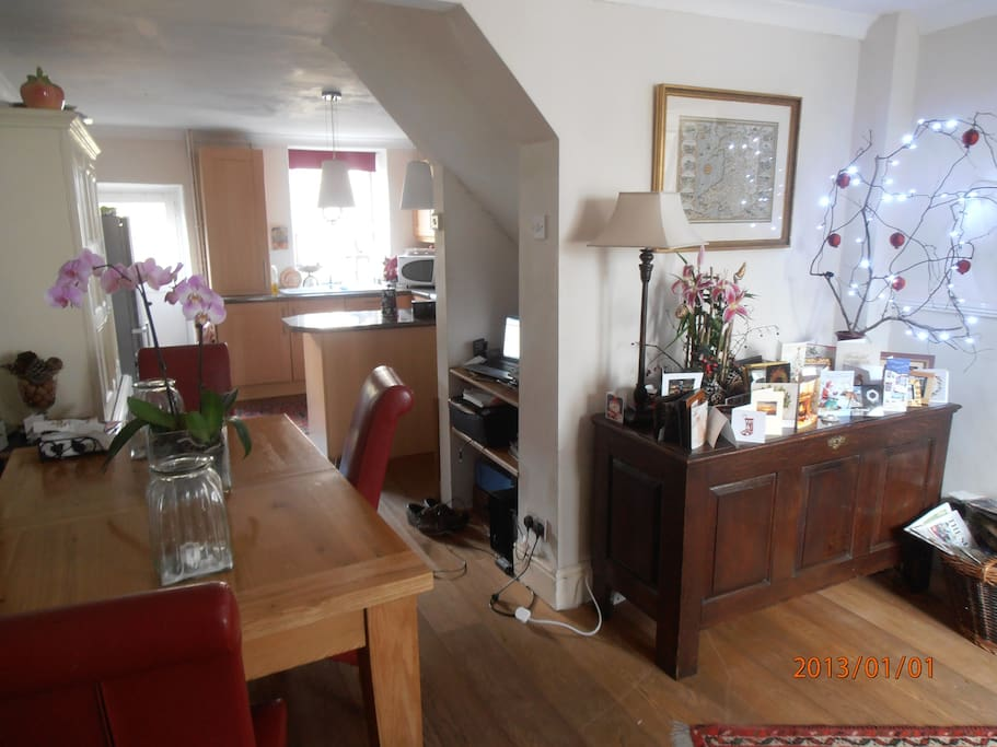 From sitting room to Kitchen