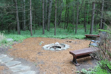 Dream Catcher Log Cabin (Newaygo, MI): PRIVATE-60 acres of privacy! WIFI