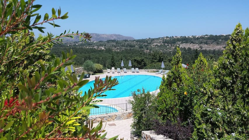 Tranquil Villa in Crete with Pool near Villages.