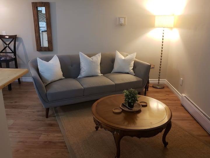 Fresh, Clean and Cozy, Private Apartment!