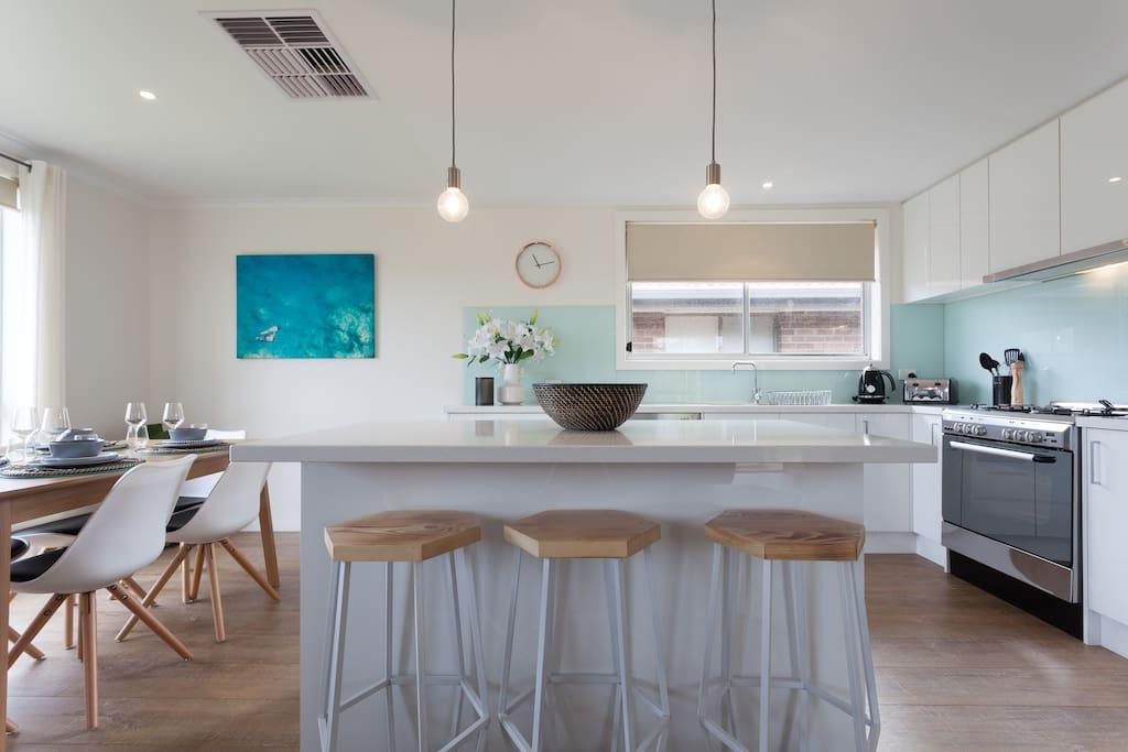 Gorgeous light kitchen dining area