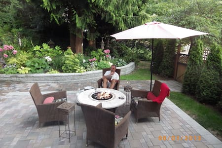 Rosie's Retreat-use entire home & full breakfast - Mill Bay - Inap sarapan