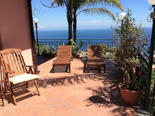 CASA LILI with Terrace Garden + View  in Taormina - Taormina - Casa