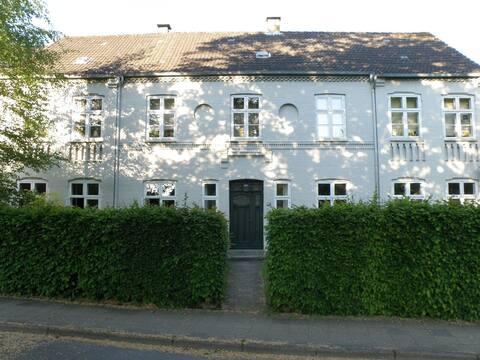 Historisk bolig nær Gottorp slot