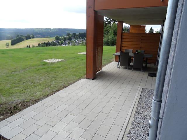 Nieuw luxe appartement met tuin en uniek uitzicht! - Winterberg - Apartemen