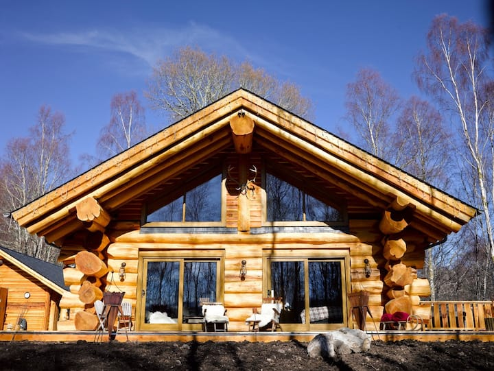 Caledonian Escape, Canadian-style Highlands Cabin